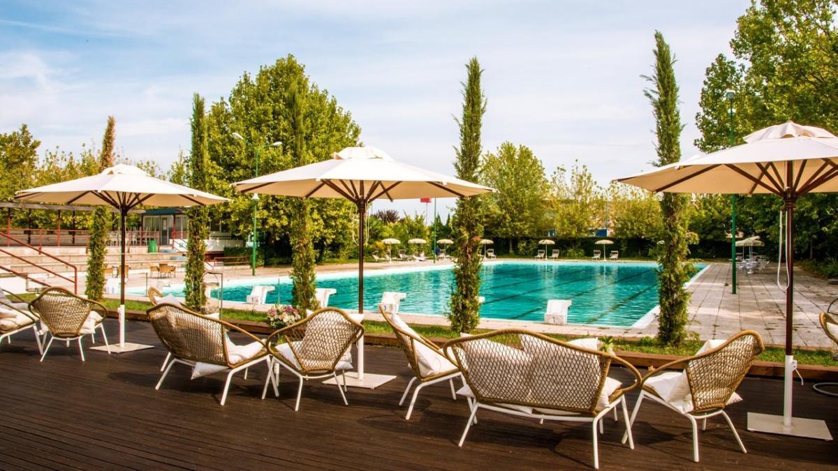 Piscina all 39 aperto del living hotel a villanova rinnovata la convenzione camst soci - Hotel con piscine termali all aperto ...